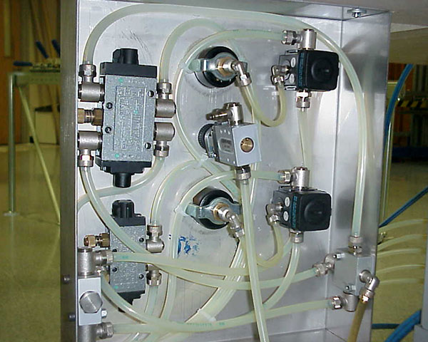 Saati Top 10 control panel lift/lower valve and stretch/release valve.
